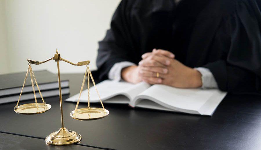Der Smart Contract ist die Blockchain Technologie, die Anwälte überflüssig macht. Oder auch nicht.